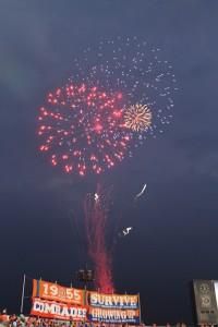 ハーフタイムの花火打ち上げで試合を盛り上げました
